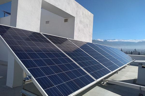 placas-solares-viviendas-baterias-1
