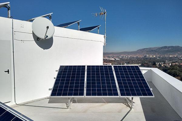 placas-solares-viviendas-baterias-2